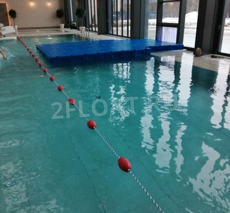 Плавучая площадка из модульных понтонов 2FLOAT в бассейне CROCUS FITNESS NEVATOWERS